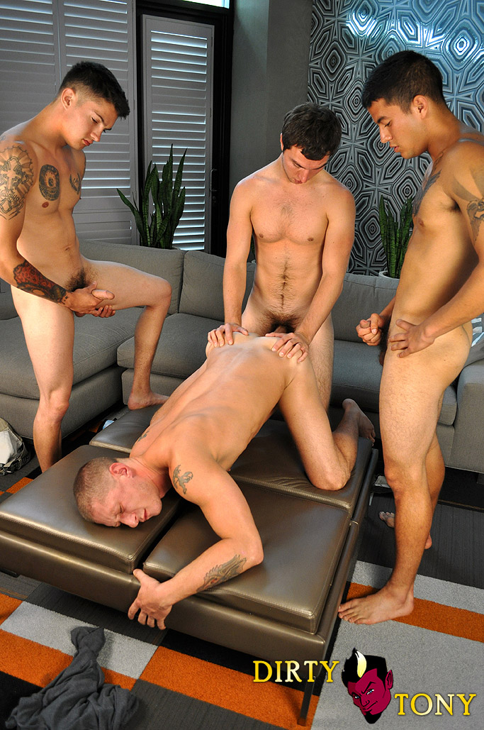 Dirty-Tony-Tyler-Griz-and-America-and-Joey-and-Timo-four-way-amateur-gay-sex-big-cock-cum-bath-02 Three Amateur Studs Fuck Their Buddy And Give Cum Facials