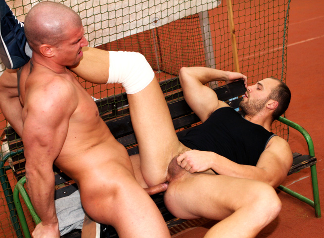 Out-In-Public-Tomm-and-Max-bareback-sex-uncut-cocks-Amateur-Gay-Porn-09 Amateur Muscle Jocks Barebacking In Public At An Indoor Tennis Court