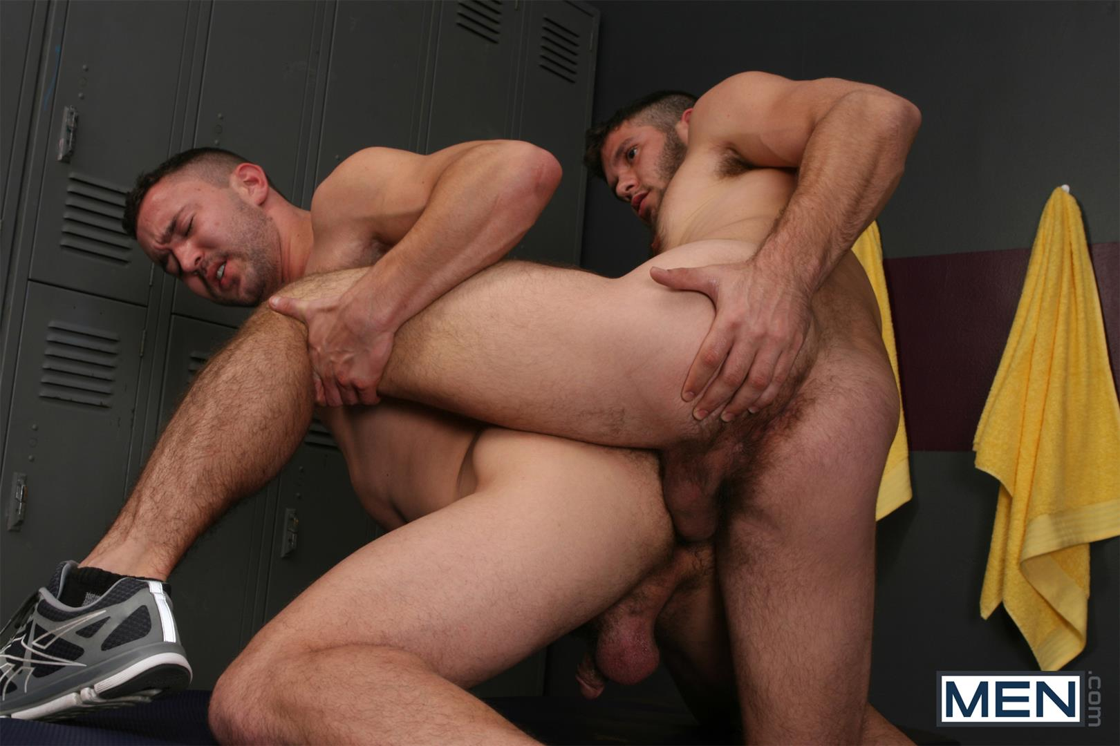 Charming Hairy men locker room turns! - photo nue